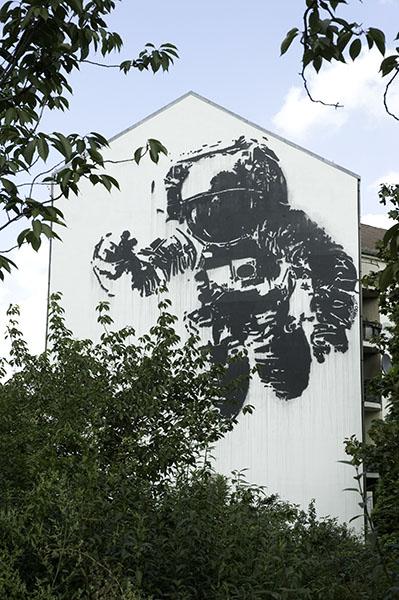 victor_ash_astronaut_berlin_6