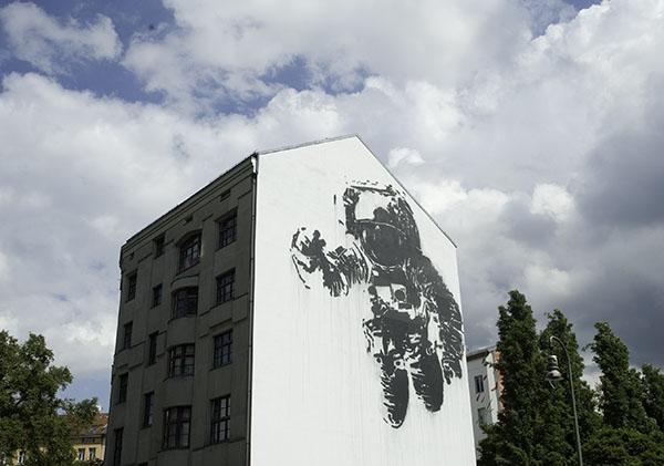 victor_ash_astronaut_berlin_7